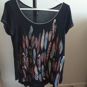 Women's Large Black T Shirt with Feather Design